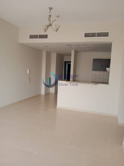 Spacious and well maintained 2 bedroom apartment