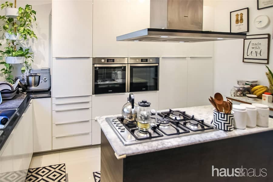 2 Upgraded Kitchen and Bath| Near Pool and Park