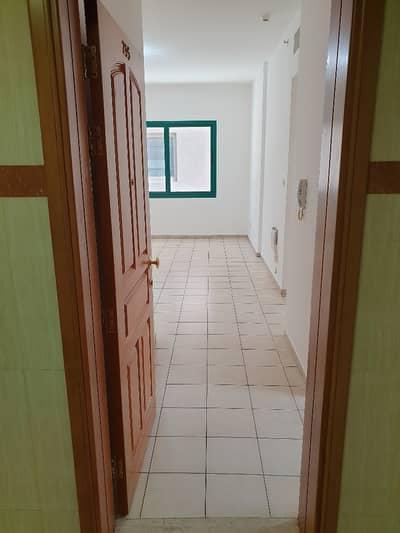 فلیٹ 1 غرفة نوم للايجار في شارع الدفاع، أبوظبي - شقة في شارع الدفاع 1 غرف 40000 درهم - 4802009