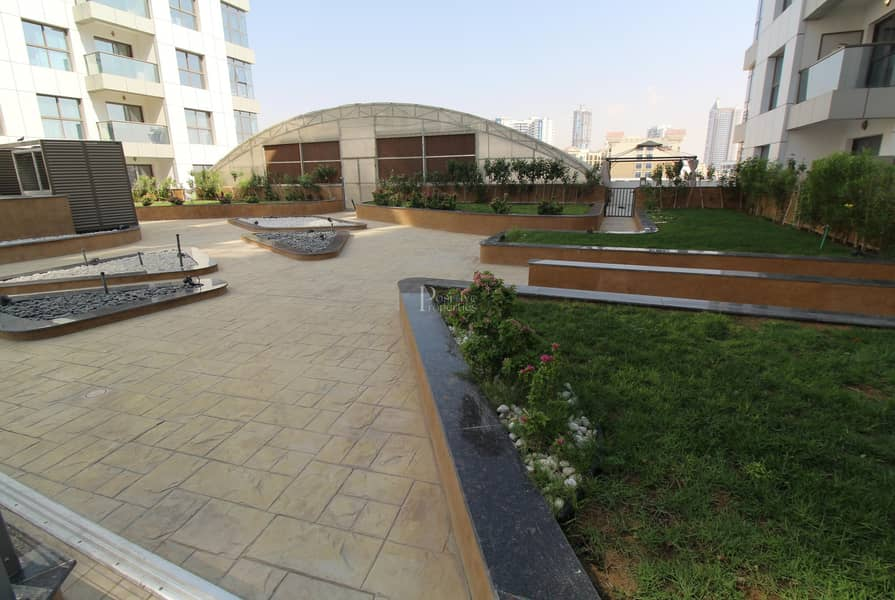 Well Maintained Lavish Apartment|Pool View