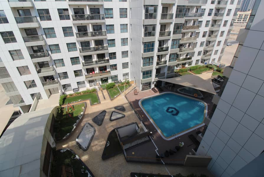 2 Well Maintained Lavish Apartment|Pool View