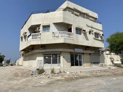 For sale a commercial building with 10% income in Liwara very good location