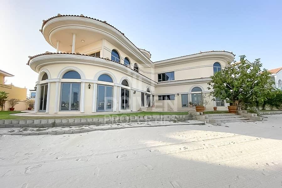Luxurious and Huge 5 Bedroom Villa | Sea View