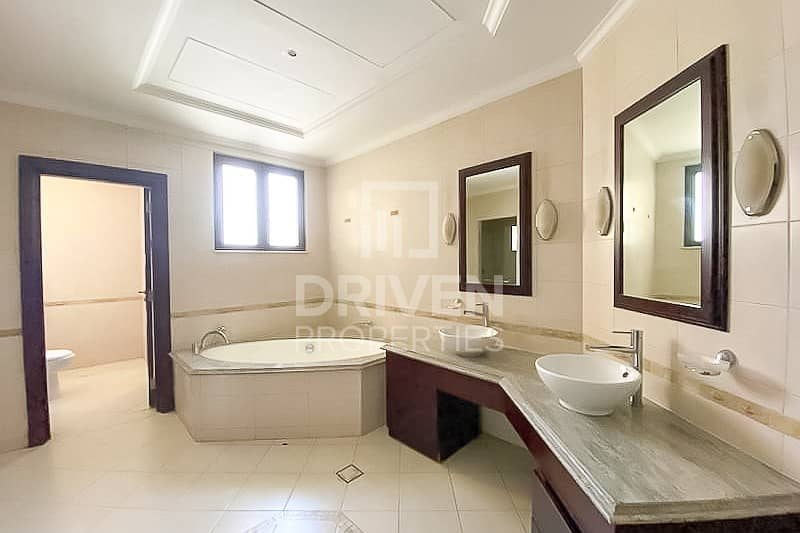 10 Luxurious and Huge 5 Bedroom Villa | Sea View