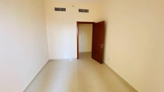 فلیٹ 2 غرفة نوم للايجار في المدينة العالمية، دبي - شقة بغرفتي نوم مع تراس ضخم في مبنى كامل المرافق للإيجار ، المدينة العالمية