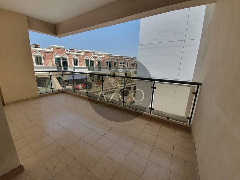 10 Perfectly size Unit | Huge Balcony | Close Kitchen