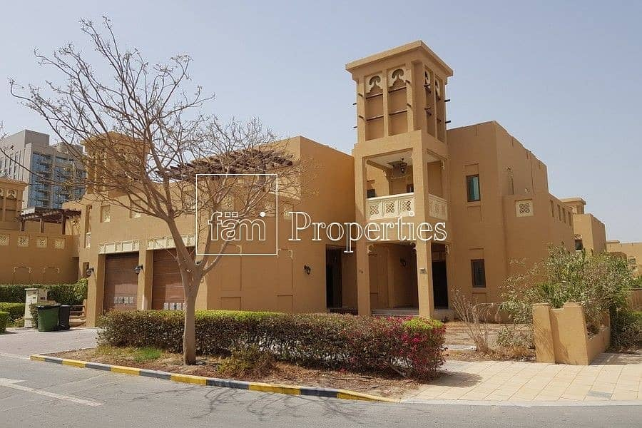 CORNER PLOT   DUBAI STYLE LARGE 5BEDROOM VILLA