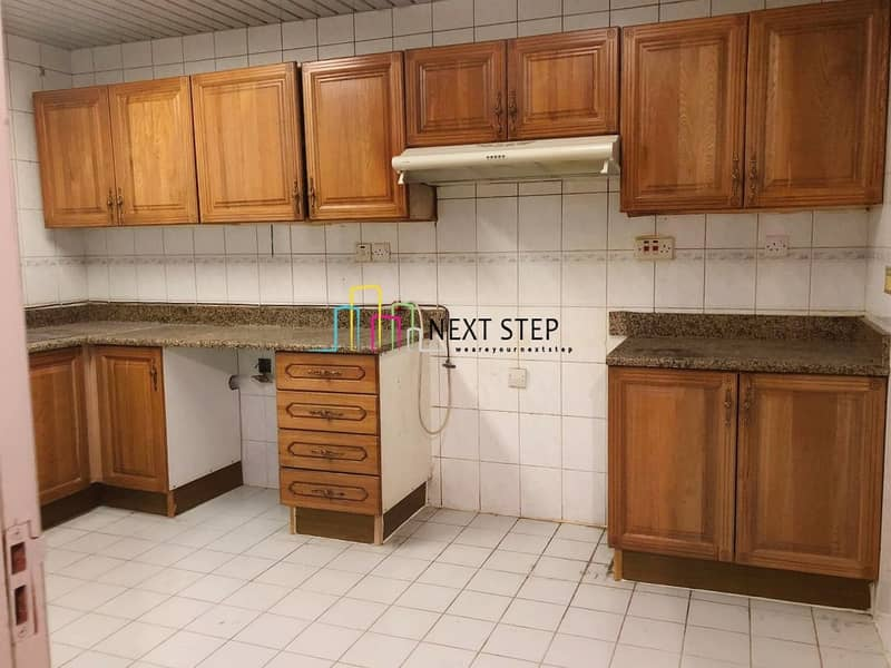32 Spacious 3 Bedroom Apartment with Maids Room