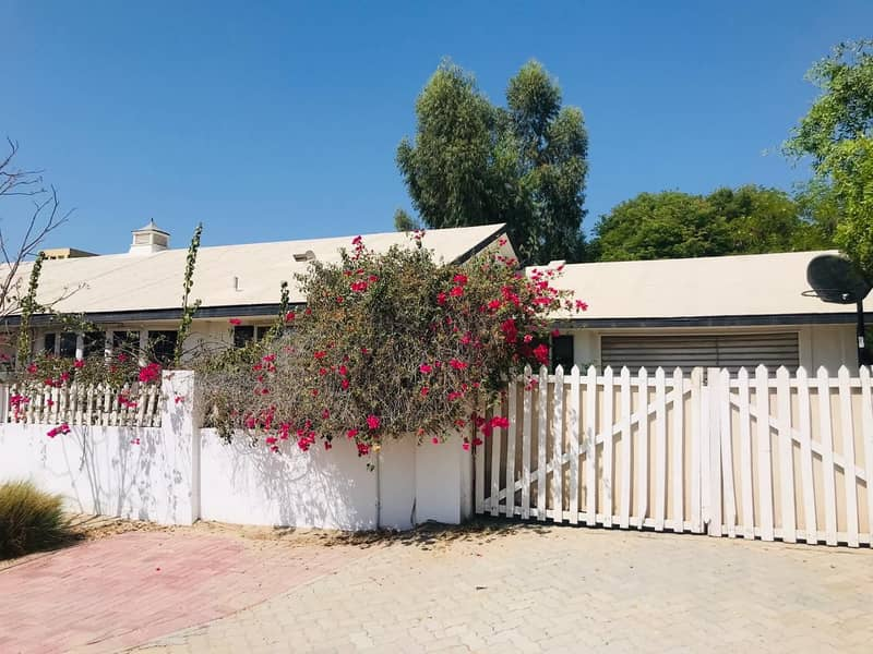 Nice 4 bedroom single storey villa with shared pool and pvt garden in Jumeirah 3