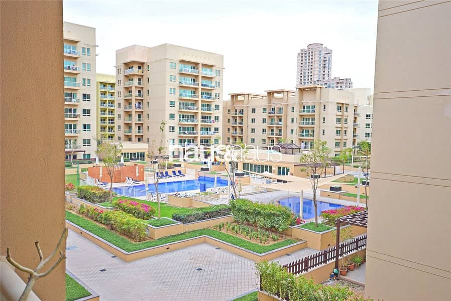 Large 1 Bedroom   Immaculate Condition   Pool View