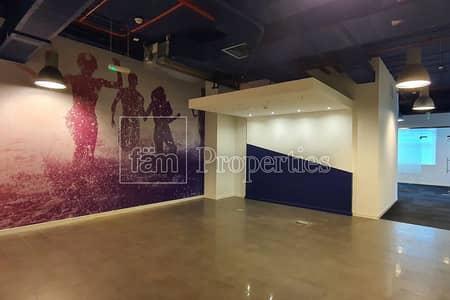 مکتب  للايجار في الخليج التجاري، دبي - Fully Fitted Corner Office with Partitions
