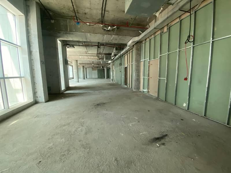 محل تجاري في أبراج المرزوقي القاسمية 200000 درهم - 4806026