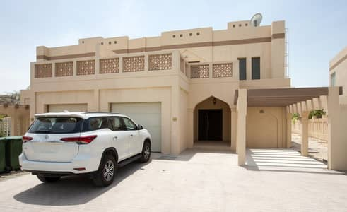Spacious 4 Bed Villa with maids room and Pool