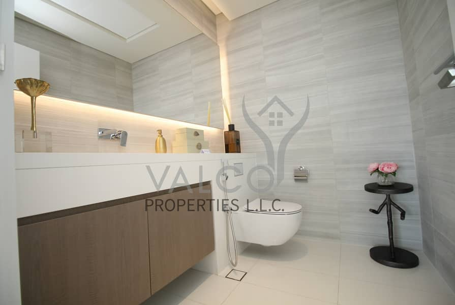 24 Brand New Luxurious Penthouse Panoramic Palm View