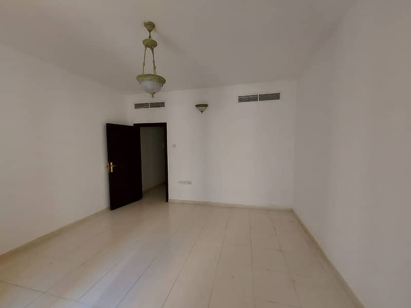 2 minutes walk from RTA BUS 1BHK CHILLER FREE PRICE 24000