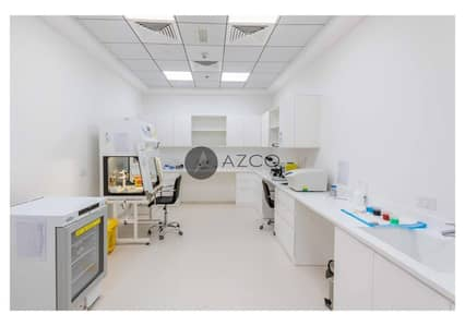 Other Commercial  للبيع في أبراج بحيرات الجميرا، دبي - FANTASTIC OPPURTUNITY | CLINIC WITH PROPERTY ON SALE IN FREE HOLD | GRAB THIS ONCE IN LIFE TIME