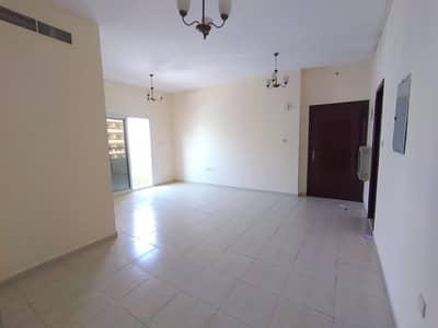 شقة في تجارية مويلح 2 غرف 28000 درهم - 4619065