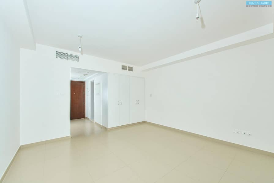 Views Over the Gulf - Unfurnished Studio Apartment