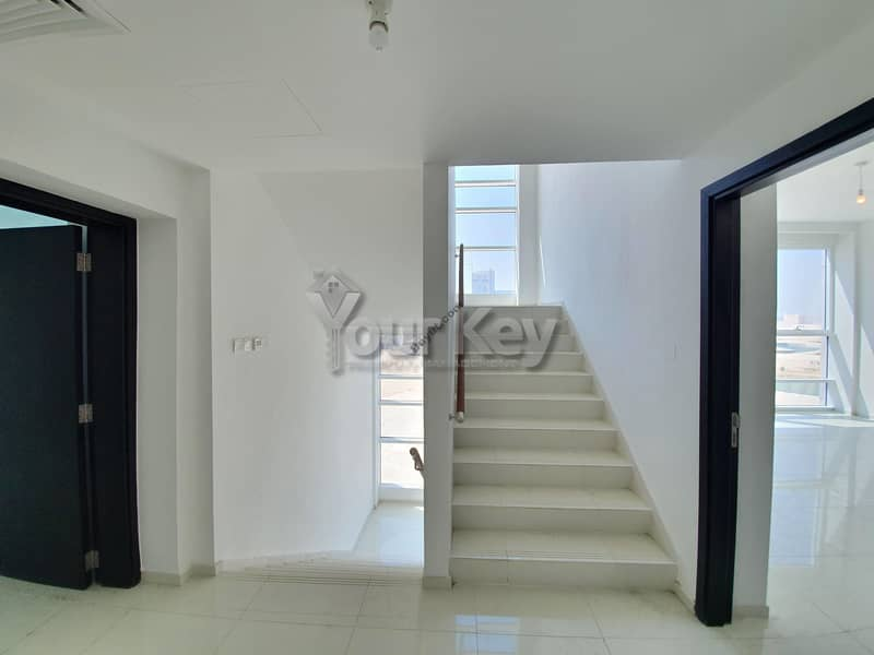2 One month Rent Free 3 BR Townhouse in Horizon Tower