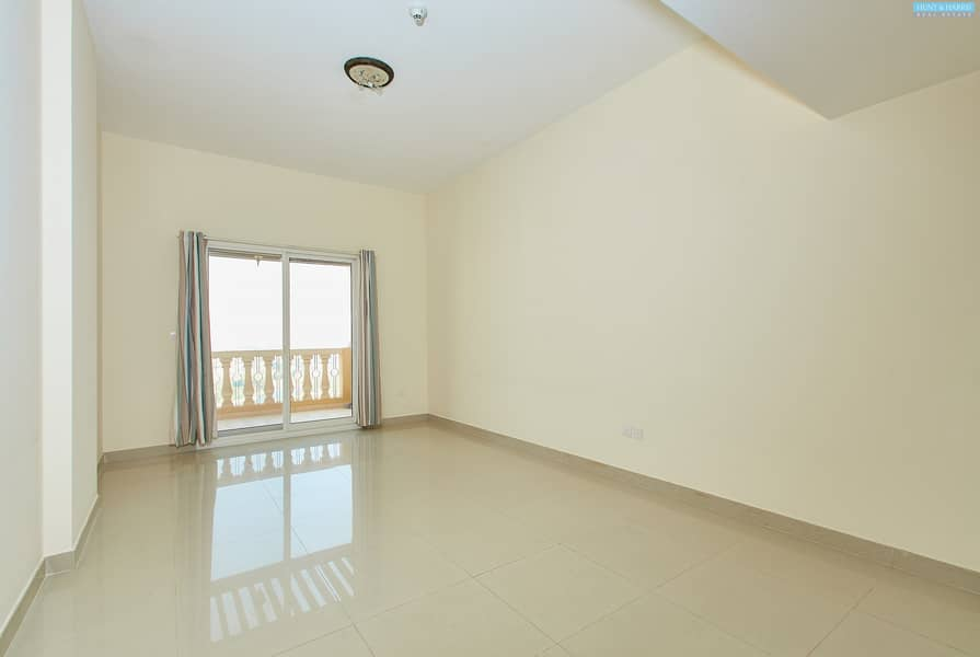 Large Two Bedroom - Fantastic Views - Well Maintained