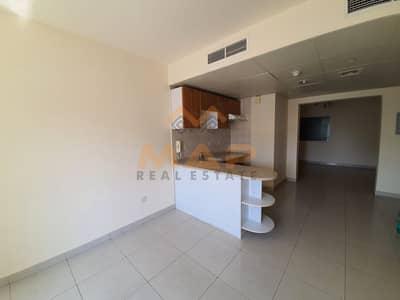 شقة 2 غرفة نوم للايجار في أبراج بحيرات الجميرا، دبي - 2bhk on high floor with balcony close to metro