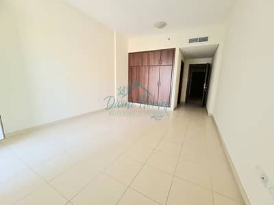 1 Bedroom Flat for Rent in Dubai Sports City, Dubai - 1100 sqft with Storage | Front View | Reserved Parking