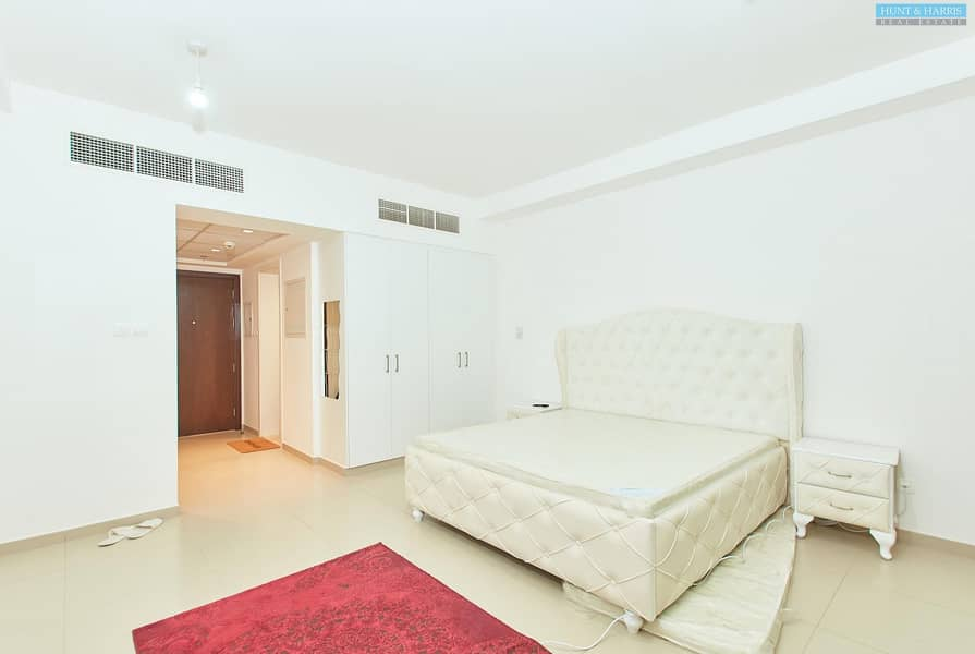 Fully Furnished One Bedroom Apartment - Courtyard Views