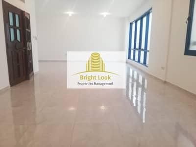 شقة 4 غرف نوم للايجار في شارع حمدان، أبوظبي - Beautiful & Stunning 4 BHK with Store Room & Balcony| 82