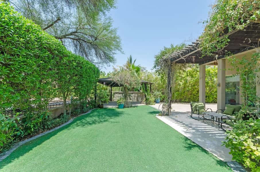 2 Large Plot | Backing Park | Immaculate | Type 7