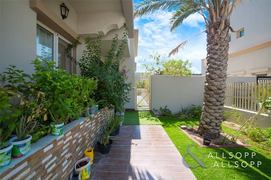 2 Fully Upgraded | 3 Beds | Close To Shops