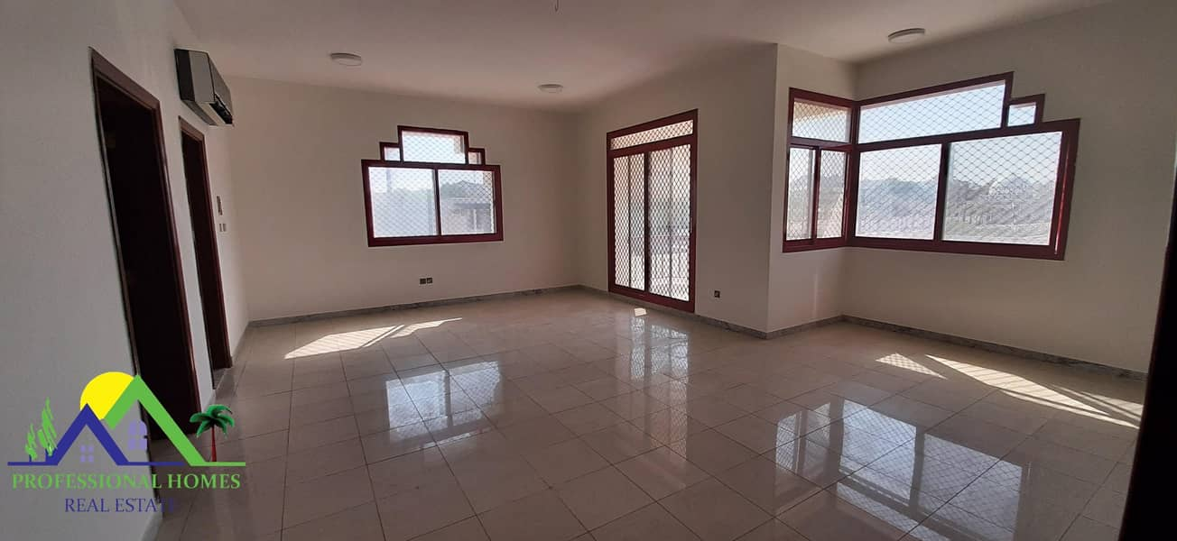 2 Specious private entrance 3Bedrooms in Mutawaa