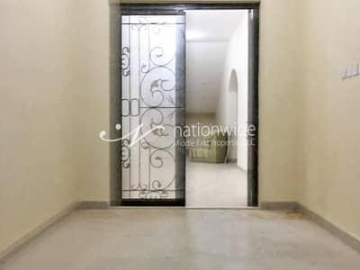 فیلا 7 غرف نوم للايجار في بين الجسرين، أبوظبي - Spacious and Elegant Villa in a Compound with Driver Room
