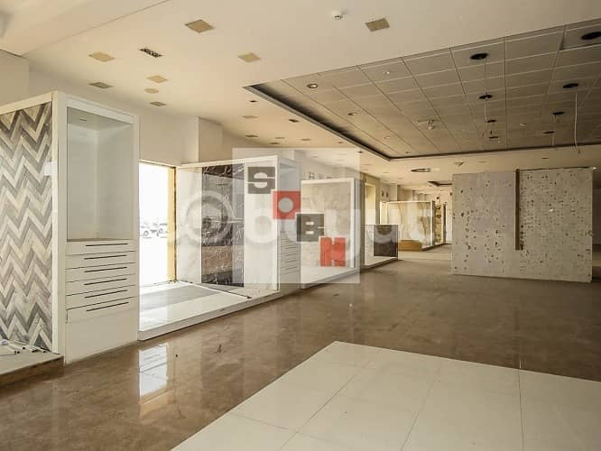 10 1 month free rent &  Neat and Clean  Showroom