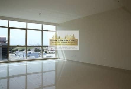 شقة 4 غرف نوم للايجار في الطريق الشرقي، أبوظبي - With Facilities and Parking with Maid's Room