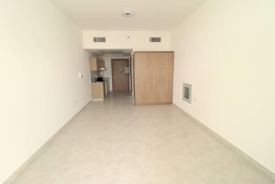 Modern Living     Extra Lavish Huge Studio   8% ROI