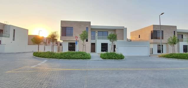 5 Bedroom Villa for Sale in Al Tai, Sharjah - LUXURIOUS SIGNATURE 5BEDROOM VILLA READY TO MOVE FOR SALE ( 5318sqft ) PRICE:3MILLION