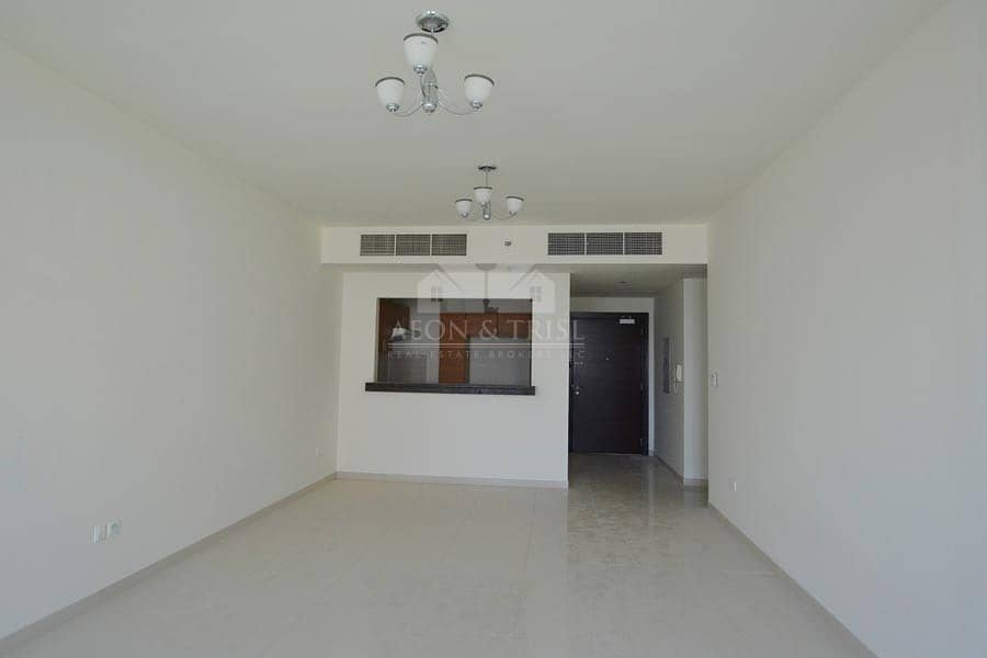 Bright 3BR Closed Kitchen with Pool and Garden View