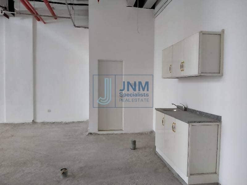 20 Showroom for rent 3015sqft in al quoz 04 main road