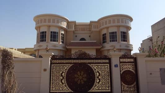 فیلا 5 غرف نوم للايجار في البرشاء، دبي - فیلا في البرشاء جنوب الثانية البرشاء جنوب البرشاء 5 غرف 170000 درهم - 4813046