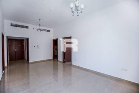 فلیٹ 2 غرفة نوم للايجار في قرية جميرا الدائرية، دبي - Community View | Balcony | Family Building