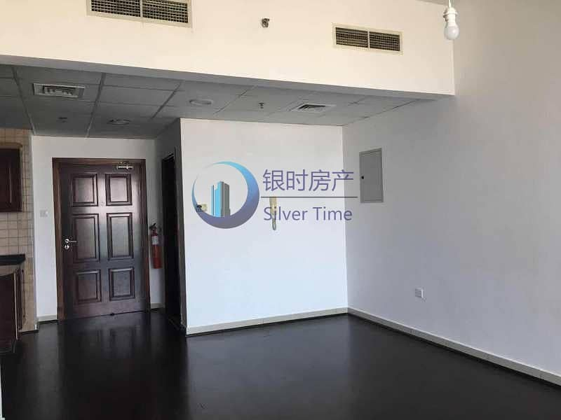 Upgraded 1 bedroom / wooden floors / well maintained