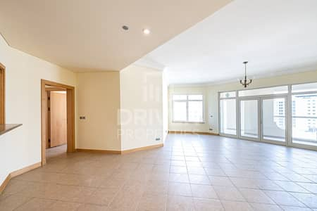 شقة 3 غرف نوم للايجار في نخلة جميرا، دبي - Spacious 3 BHK Apartment | Well-Maintained