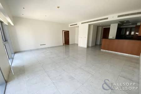 Corner Unit | Central Kitchen | Avaliable