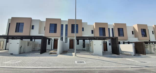 2 Bedroom Villa for Sale in Al Tai, Sharjah - No service charges, luxury 2bedroom Townhouse for sale in nasma residences price 925000