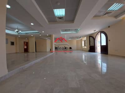 7 Bedroom Villa for Rent in Al Nahyan, Abu Dhabi - High-end 7BR commercial villa   backyard and  basement