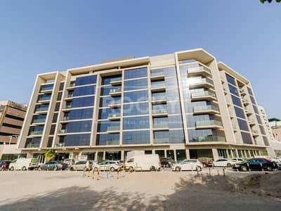 شقة 2 غرفة نوم للايجار في بر دبي، دبي - Lovely 2 B/R with Balcony | Pool & Gym | Bur Dubai