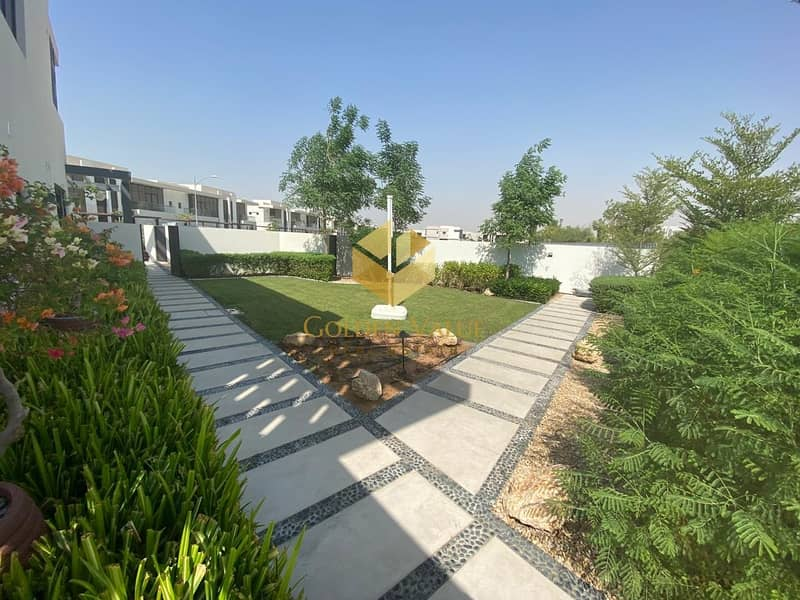 17 Full Park view l Single row villa l 3 bedrooms l At the most prestigious community in Dubai  l Flexible  payment plan l