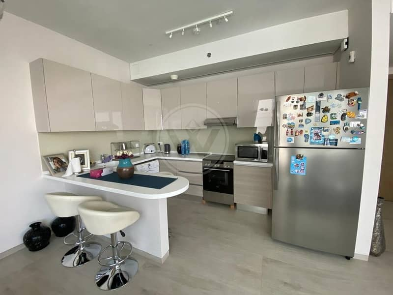 2 Rare   Well maintained corner one bed apartment for sale