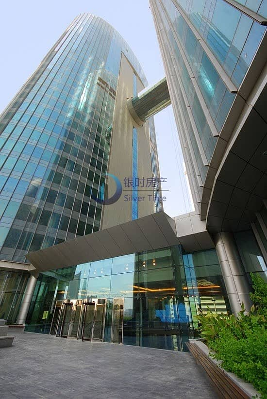 2 Perfect location / Fitted office with glass partition