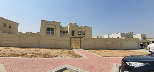فیلا 5 غرف نوم للايجار في براشي، الشارقة - فیلا في براشي 5 غرف 150000 درهم - 4817119